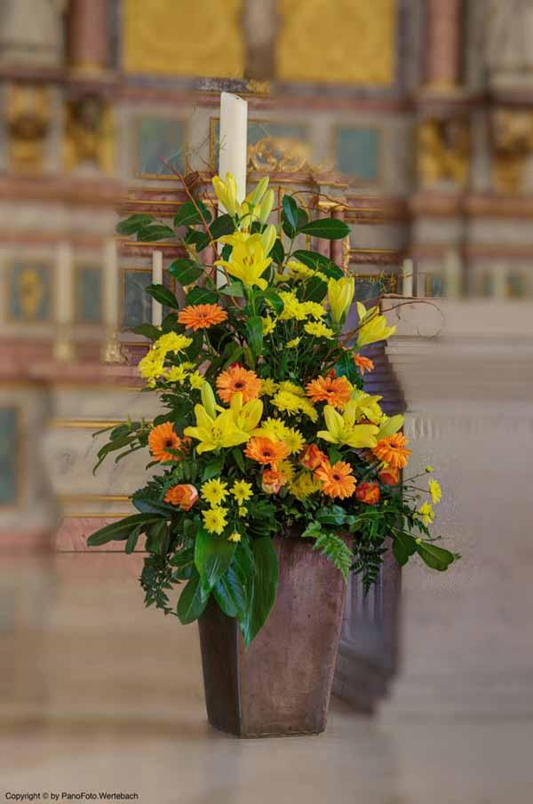 Blumengesteck in der kath. Kirche St. Vitus Löningen